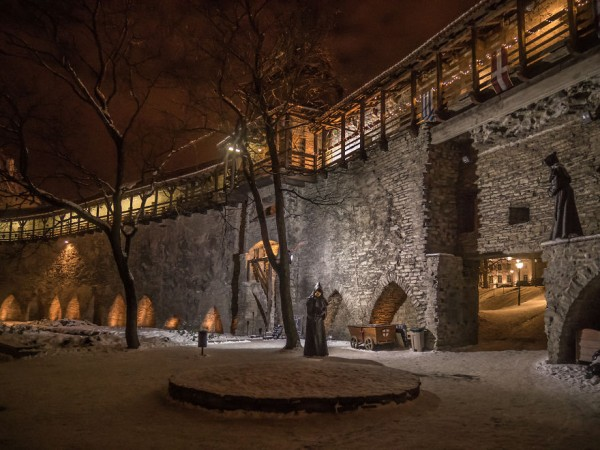 travelling-back-in-time-15-pictures-of-medieval-tallinn-13__880