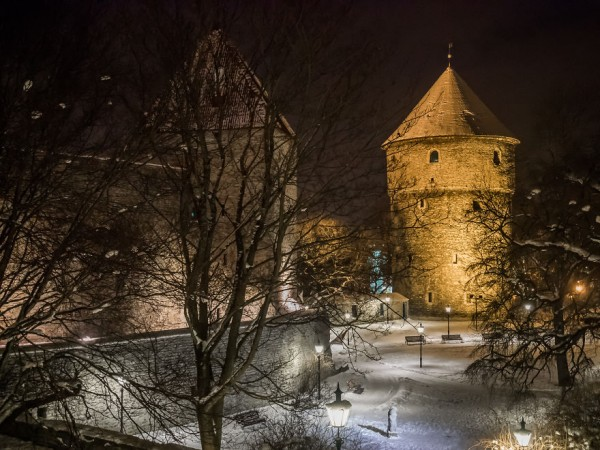 travelling-back-in-time-15-pictures-of-medieval-tallinn-15__880