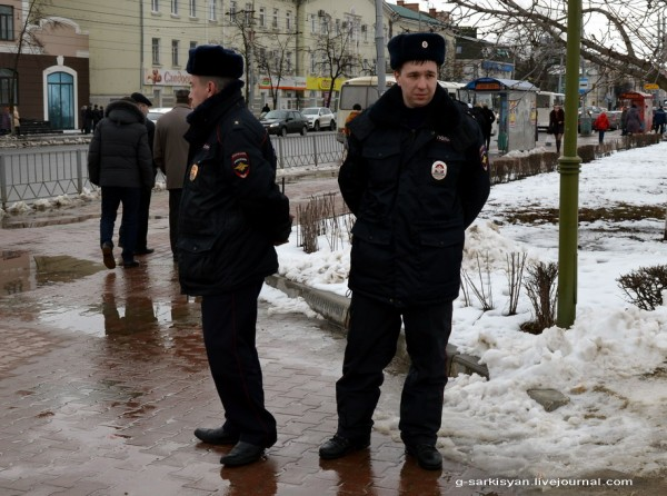 Пикет памяти Немцова Полицаи
