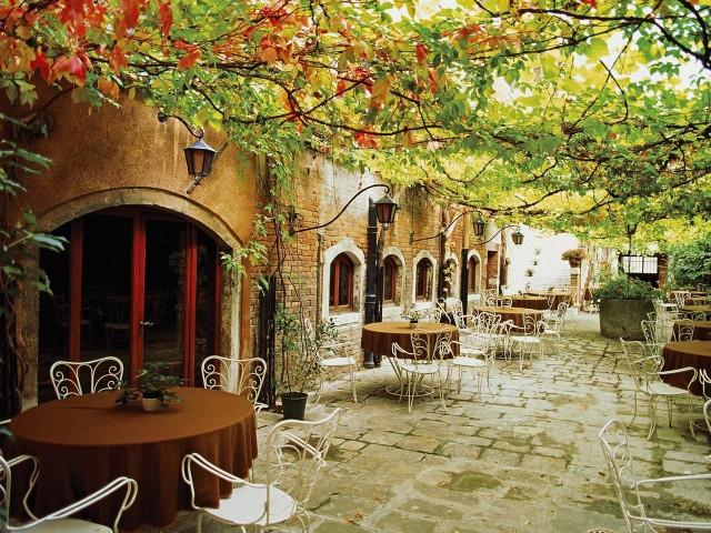 Италия, Парижское кафе