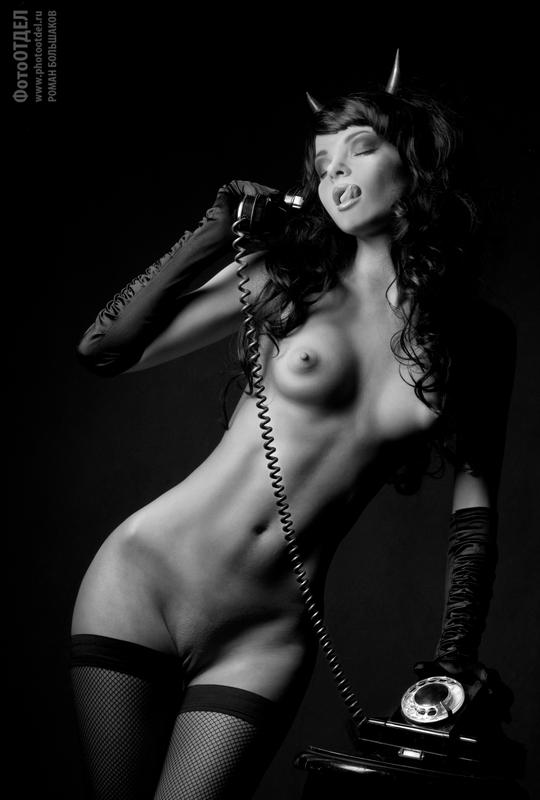 gadinagod_girls_naked_telephone_13