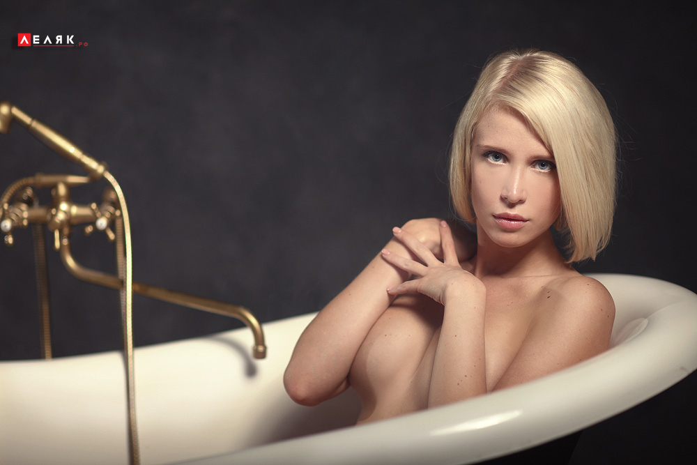 girl in bath 0082.jpg