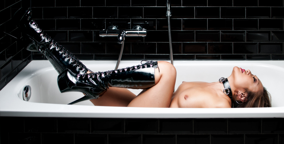girl in bath 0086.jpg