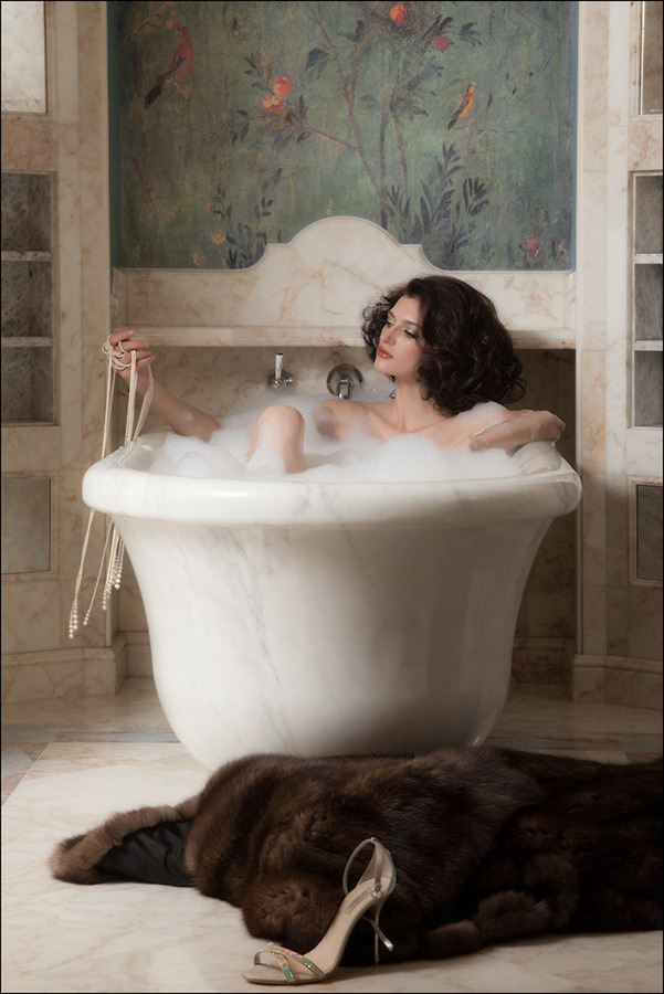 girl in bath 0087.jpg