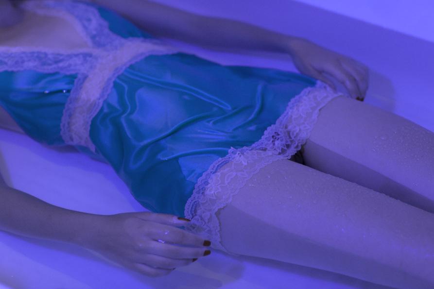 girl in bath 0088.jpg