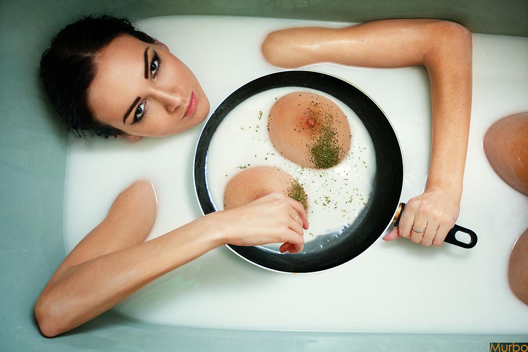 girl in bath 0097.jpg