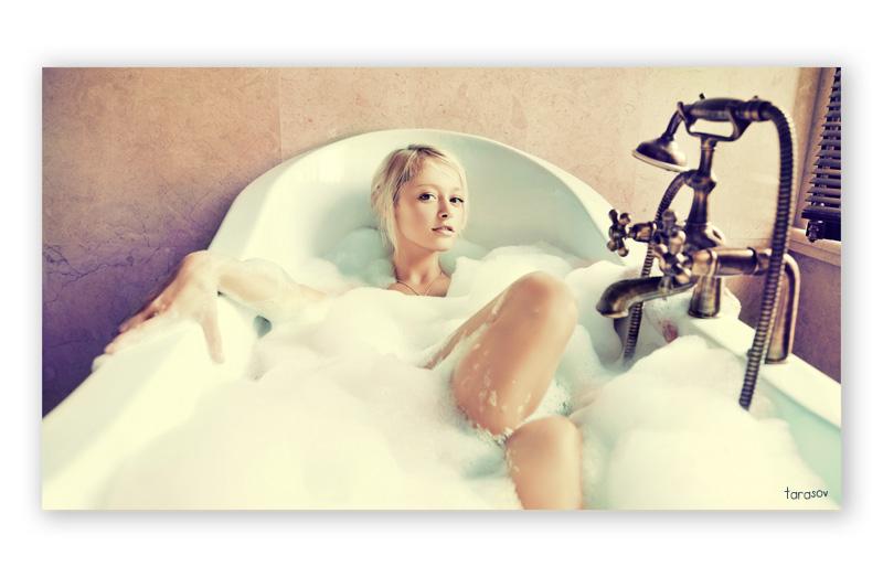girl in bath 0103.jpg