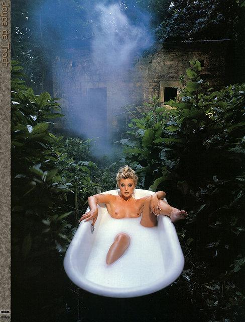 girl in bath 0111.jpg
