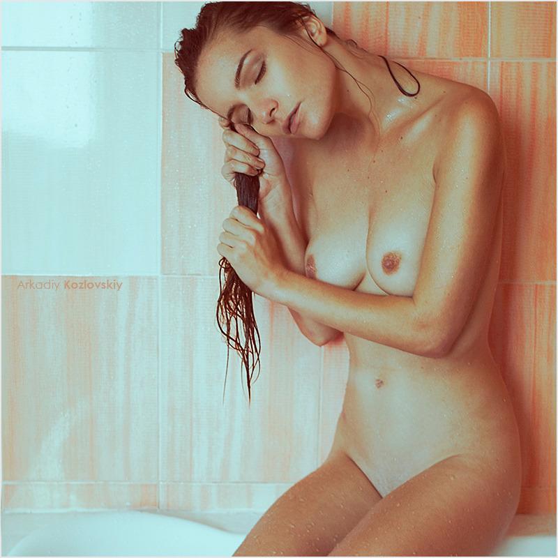 girl in bath 0108.jpg