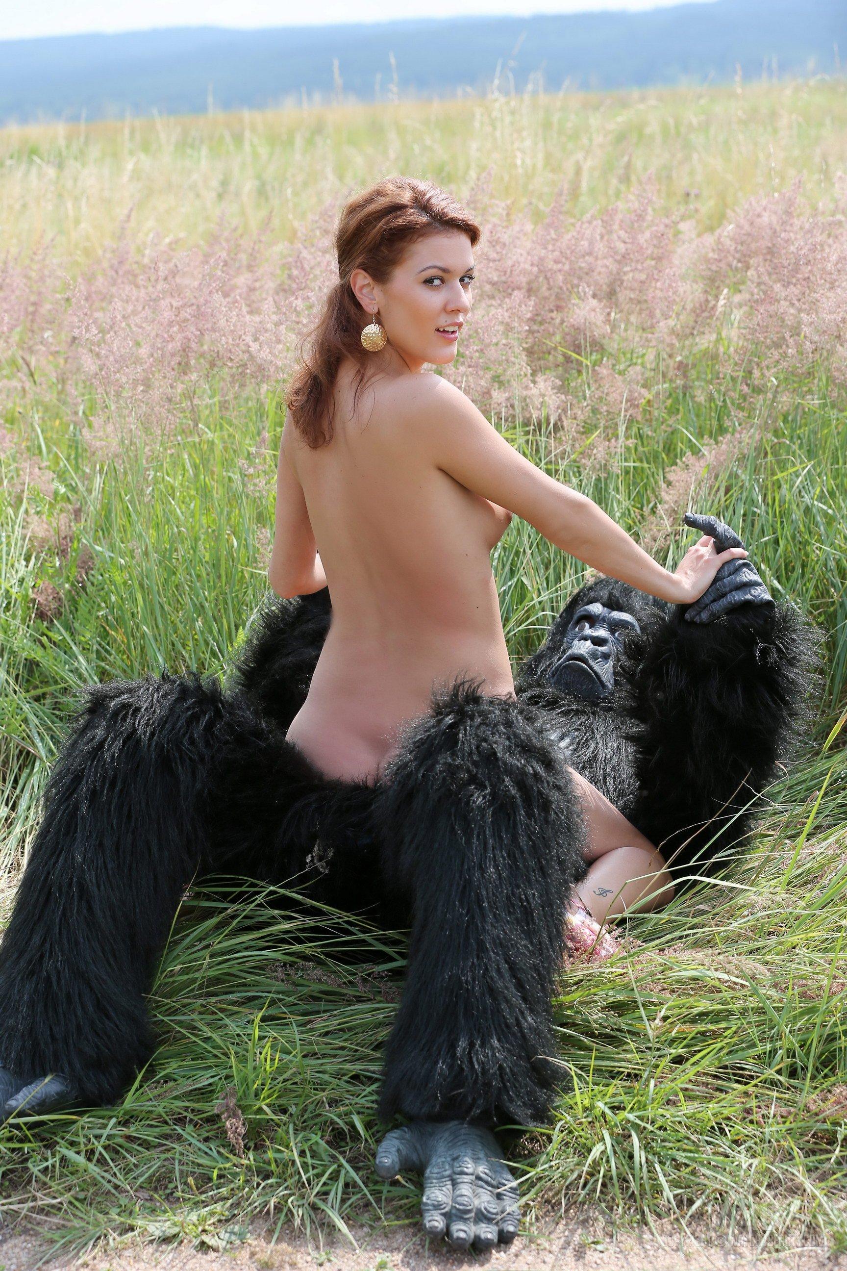 секс девушка с обезянои