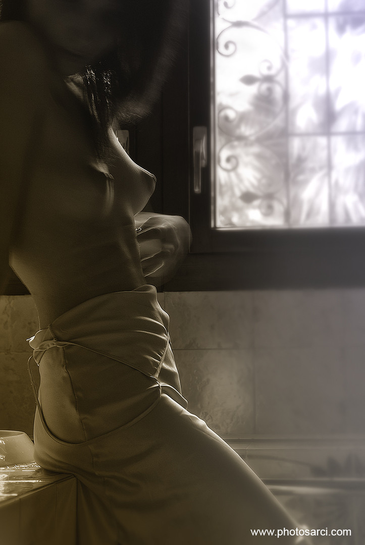 girl in bath 0123.jpg