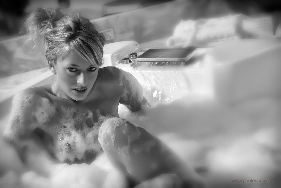 girl in bath 0124.jpg