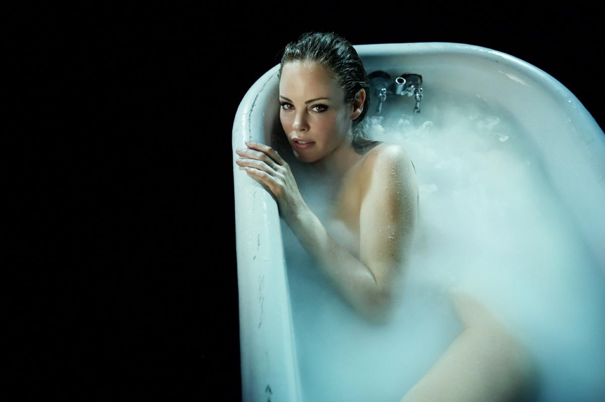 girl in bath 0133.jpg