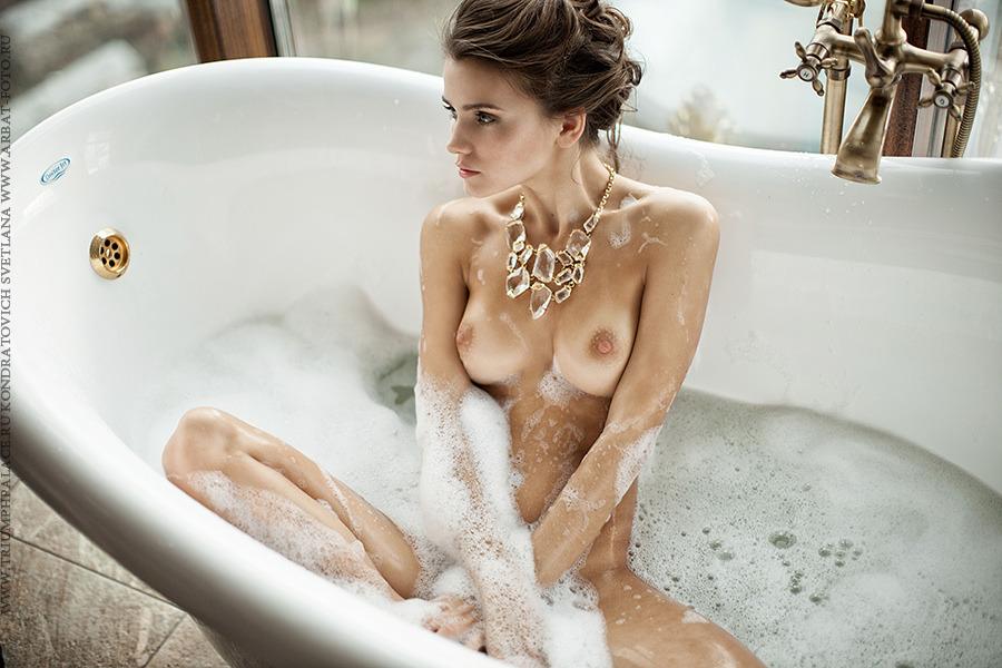 girl in bath 0134.jpg