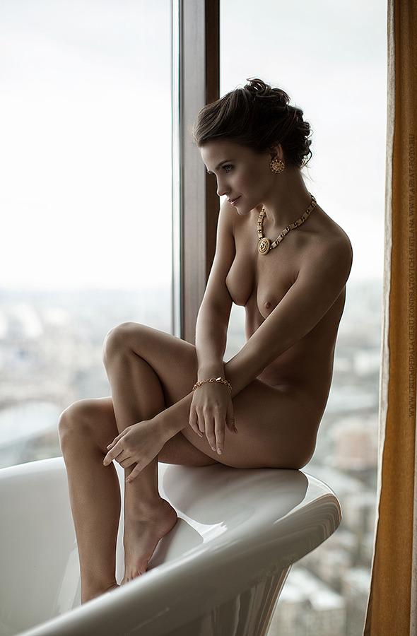 girl in bath 0135.jpg