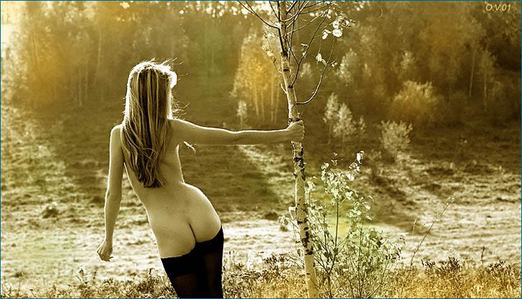gadinagod_girls_naked_tree_18
