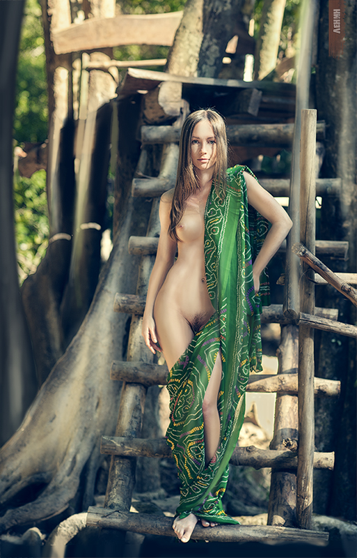 gadinagod-girls-naked-stairway-02
