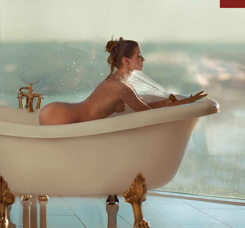 girl in bath 0159.jpg