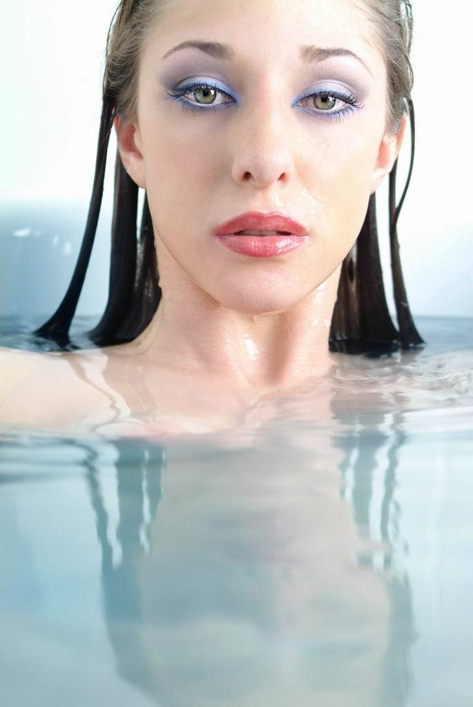 girl in bath 0161.jpg