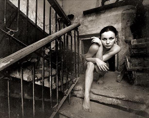 gadinagod-girls-naked-stairway-11