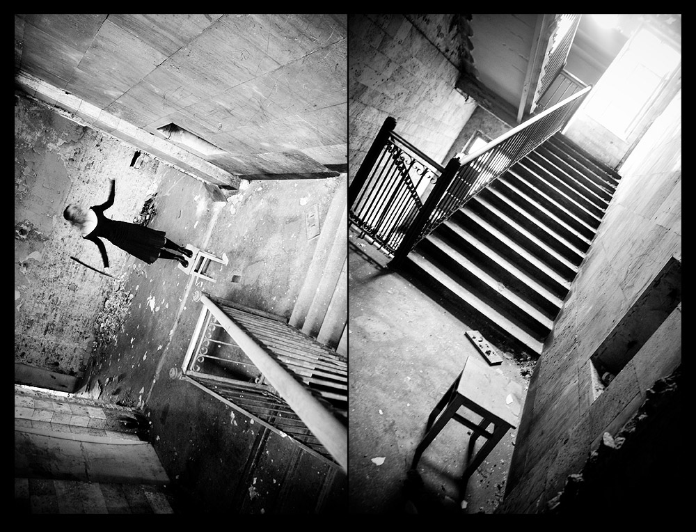 gadinagod-girls-naked-stairway-12