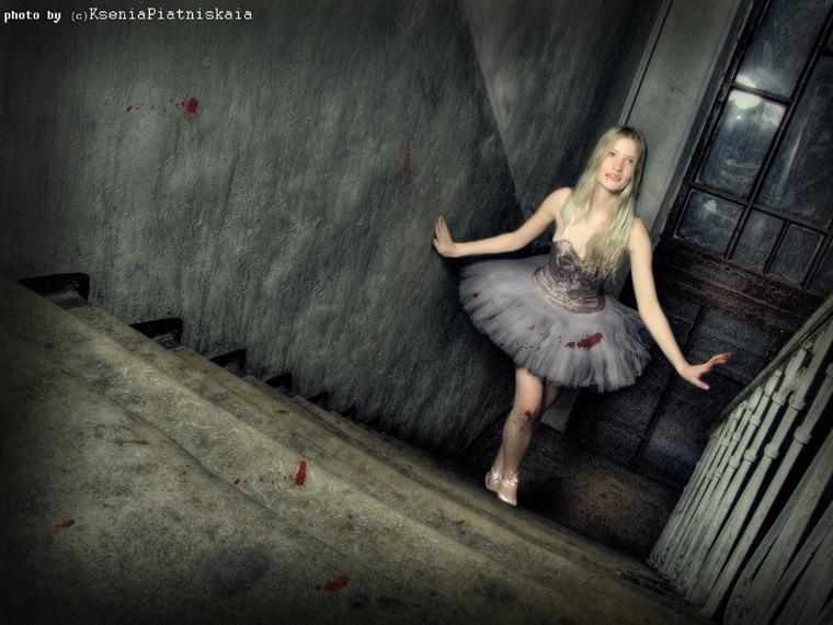 gadinagod-girls-naked-stairway-14