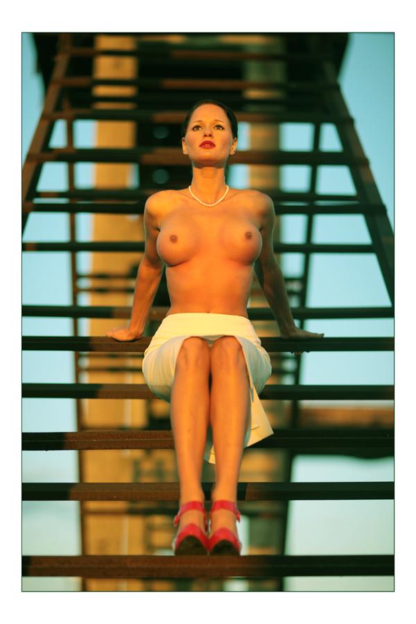 gadinagod-girls-naked-stairway-18