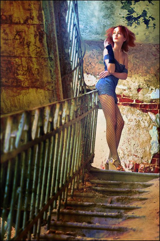 gadinagod-girls-naked-stairway-24
