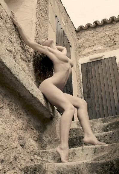 gadinagod-girls-naked-stairway-26