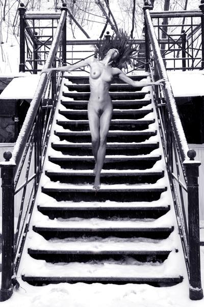 gadinagod-girls-naked-stairway-27