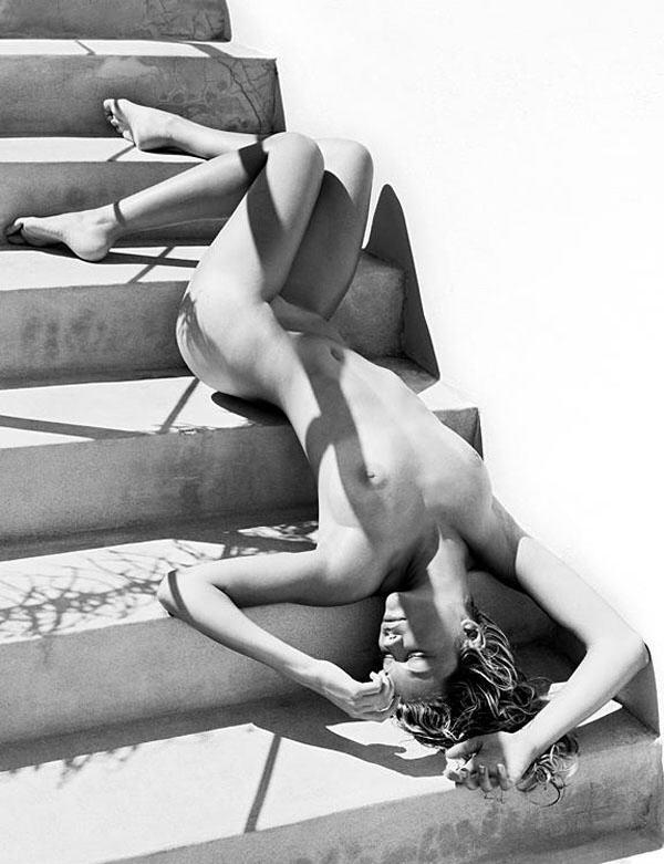 gadinagod-girls-naked-stairway-28