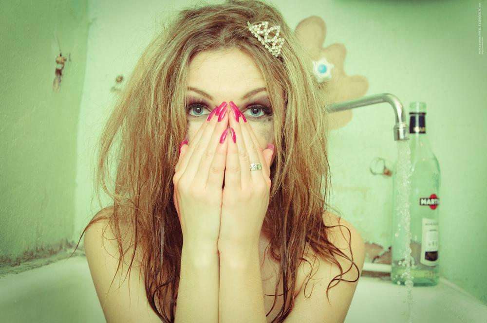 girl in bath 0168.jpg