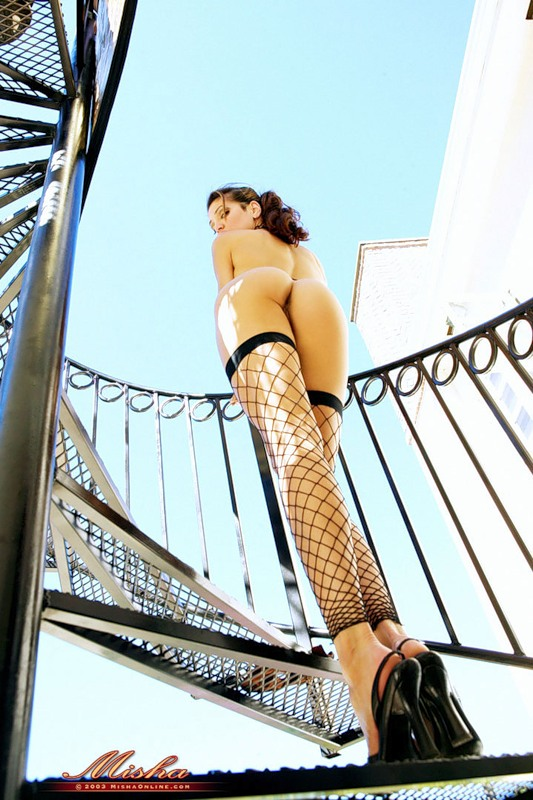 gadinagod-girls-naked-stairway-31