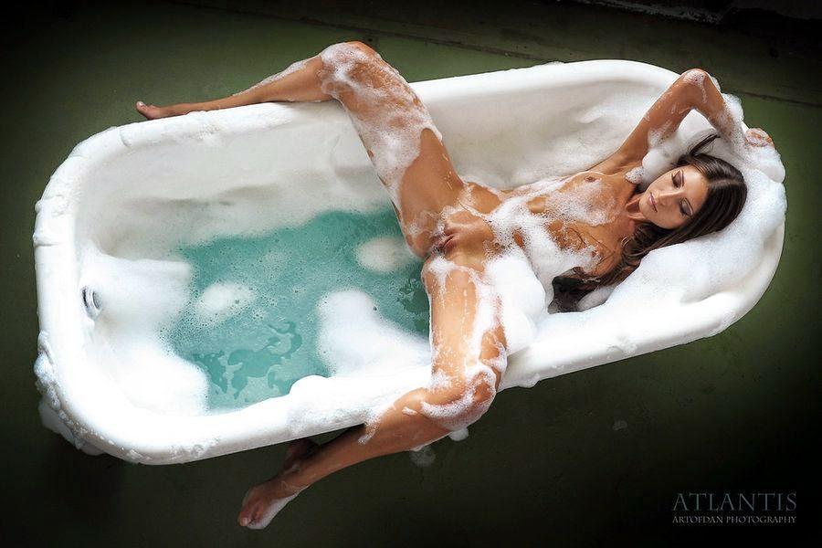 girl in bath 0177.jpg