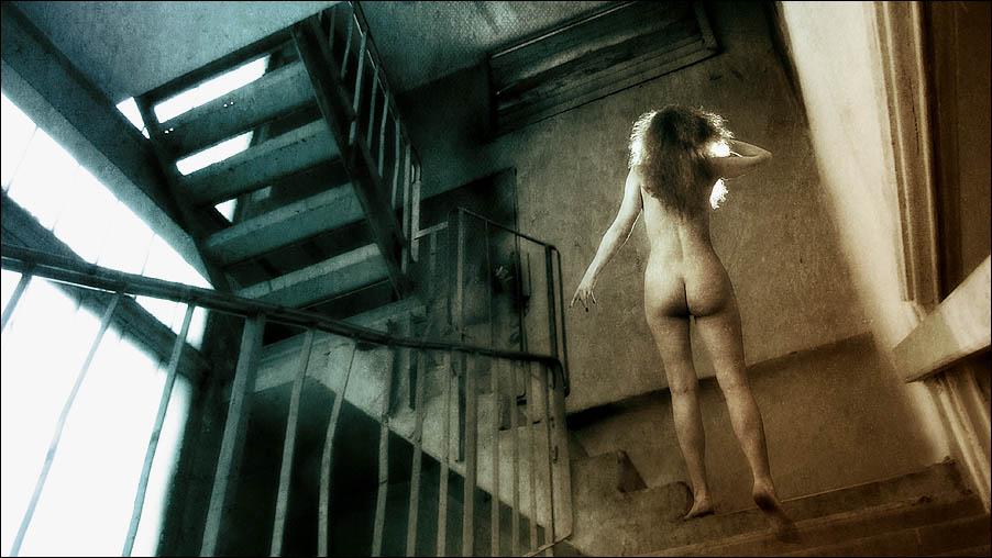 gadinagod-girls-naked-stairway-32