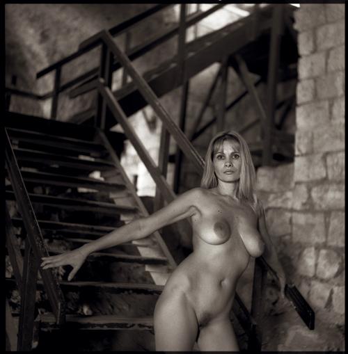 gadinagod-girls-naked-stairway-33