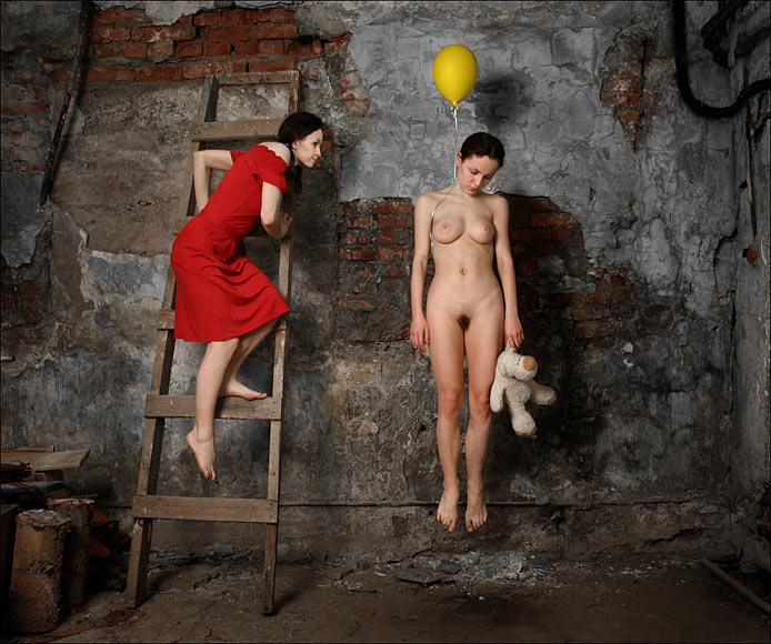gadinagod-girls-naked-stairway-36