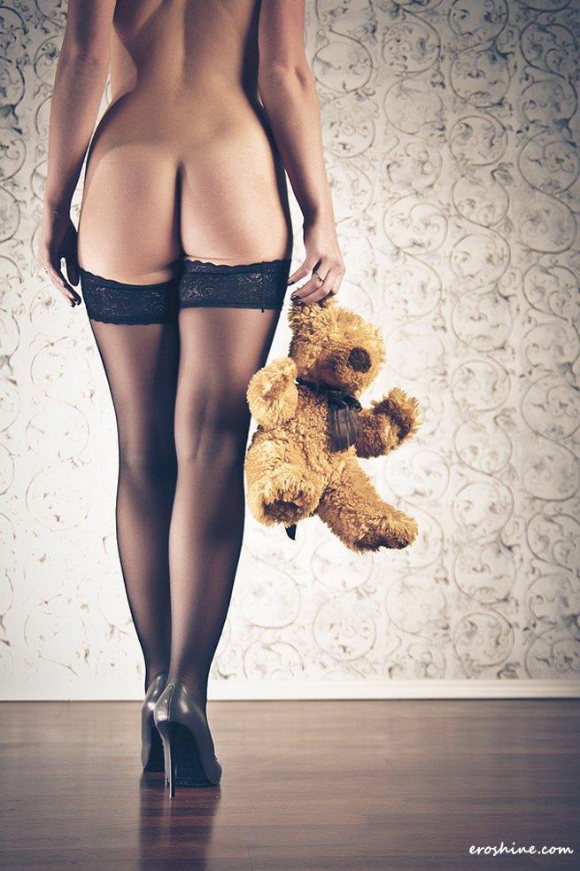 gadinagod_girls_naked_teddy_bear_01
