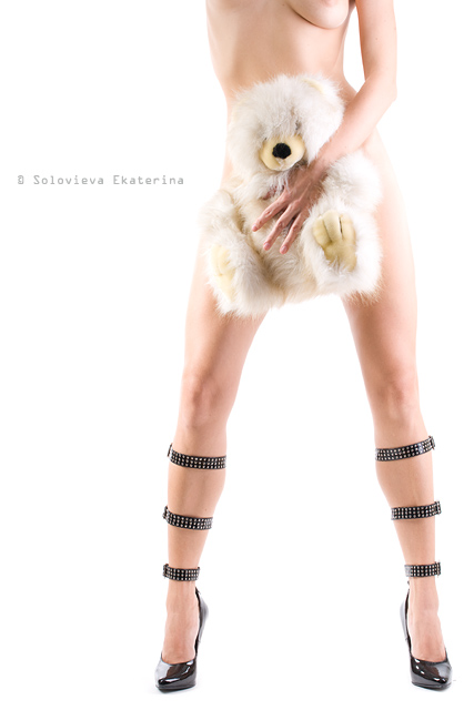 gadinagod_girls_naked_teddy_bear_06