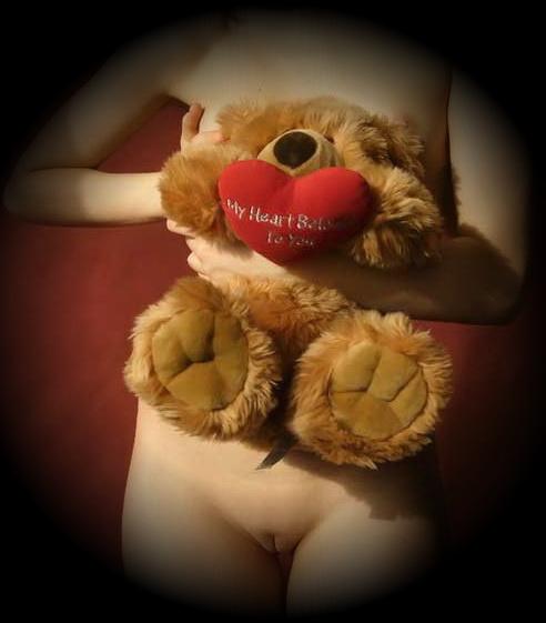gadinagod_girls_naked_teddy_bear_07