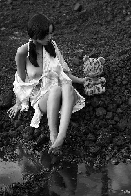 gadinagod_girls_naked_teddy_bear_09