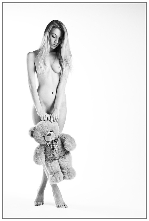 gadinagod_girls_naked_teddy_bear_16