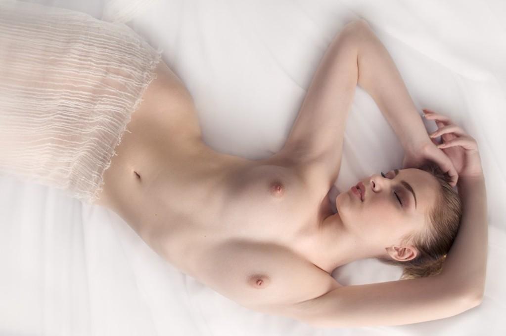 нежная грудь белая