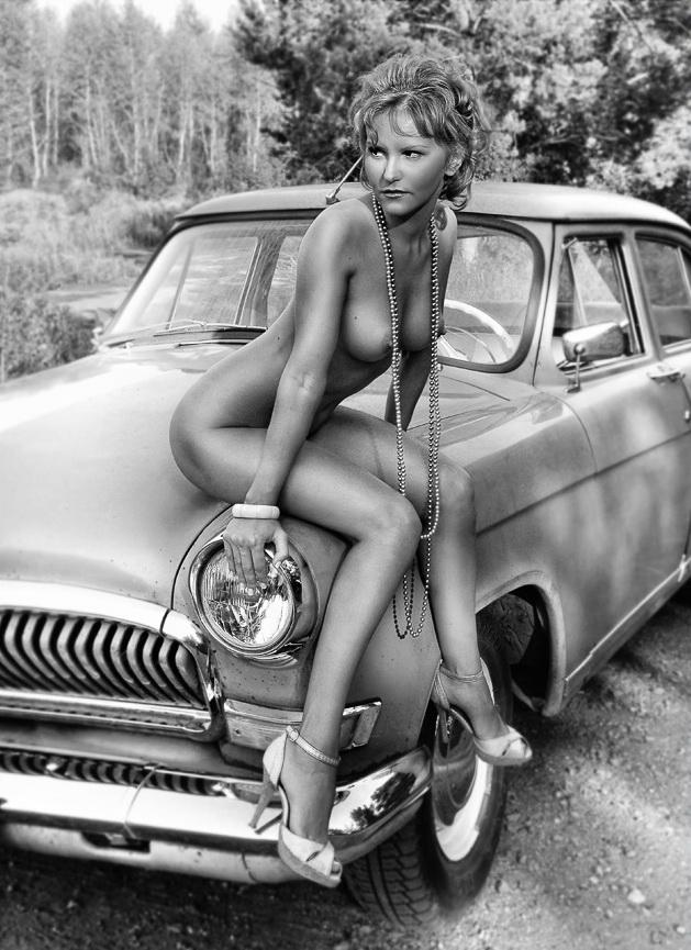 gadinagod_girls_naked_car_08