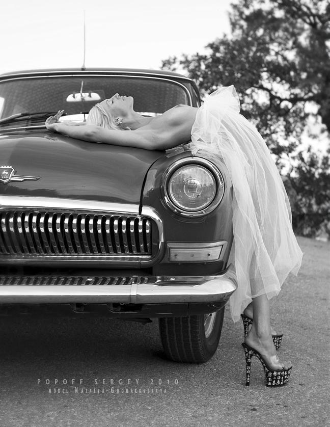 gadinagod_girls_naked_car_12