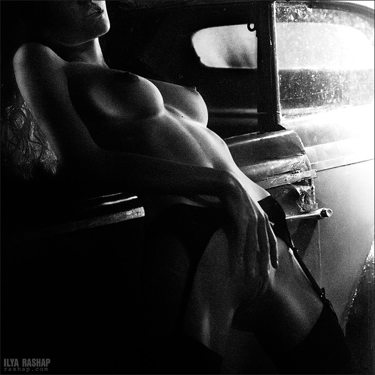 gadinagod_girls_naked_car_21