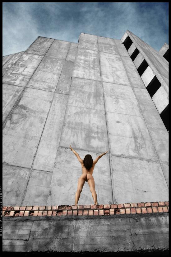 gadinagod_girls_naked_to_the_wall_10
