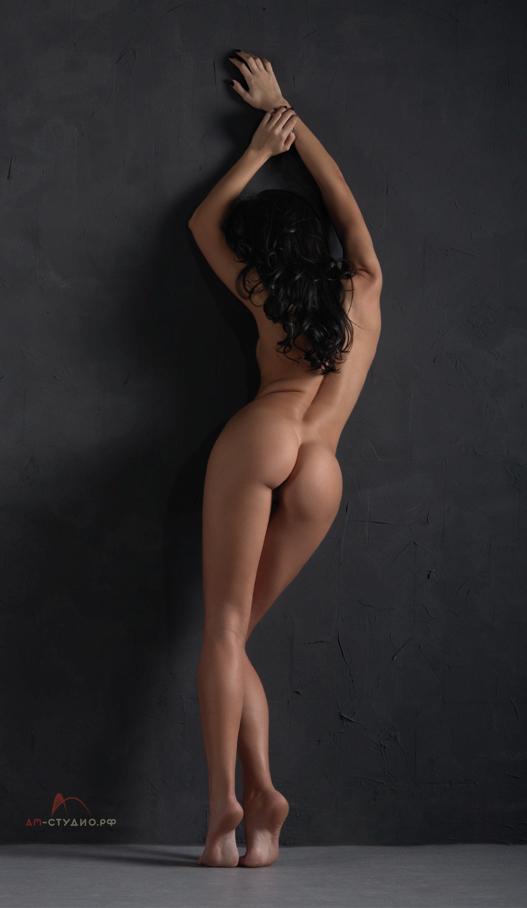 gadinagod_girls_naked_to_the_wall_21