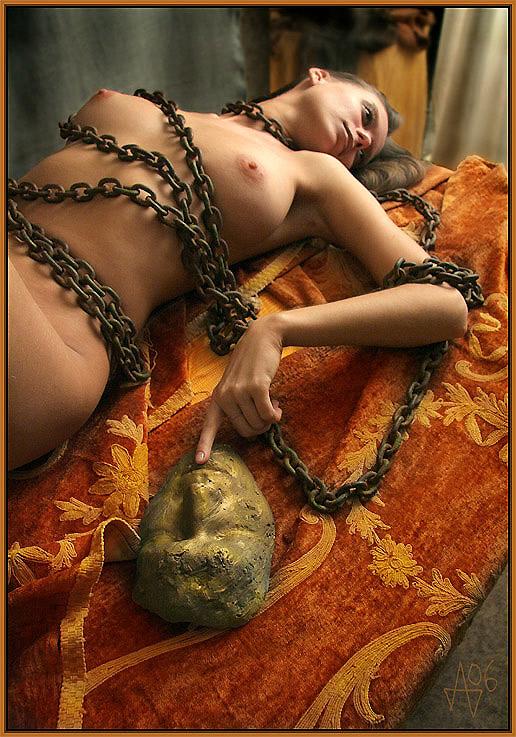 gadinagod_girls_naked_chain_06