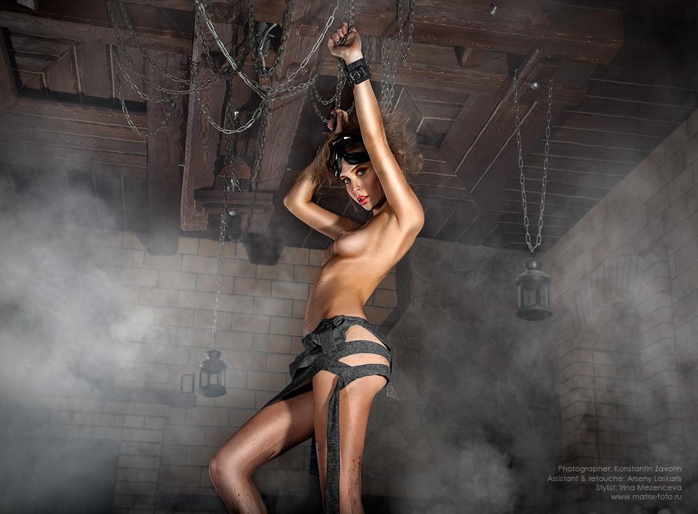 gadinagod_girls_naked_chain_12